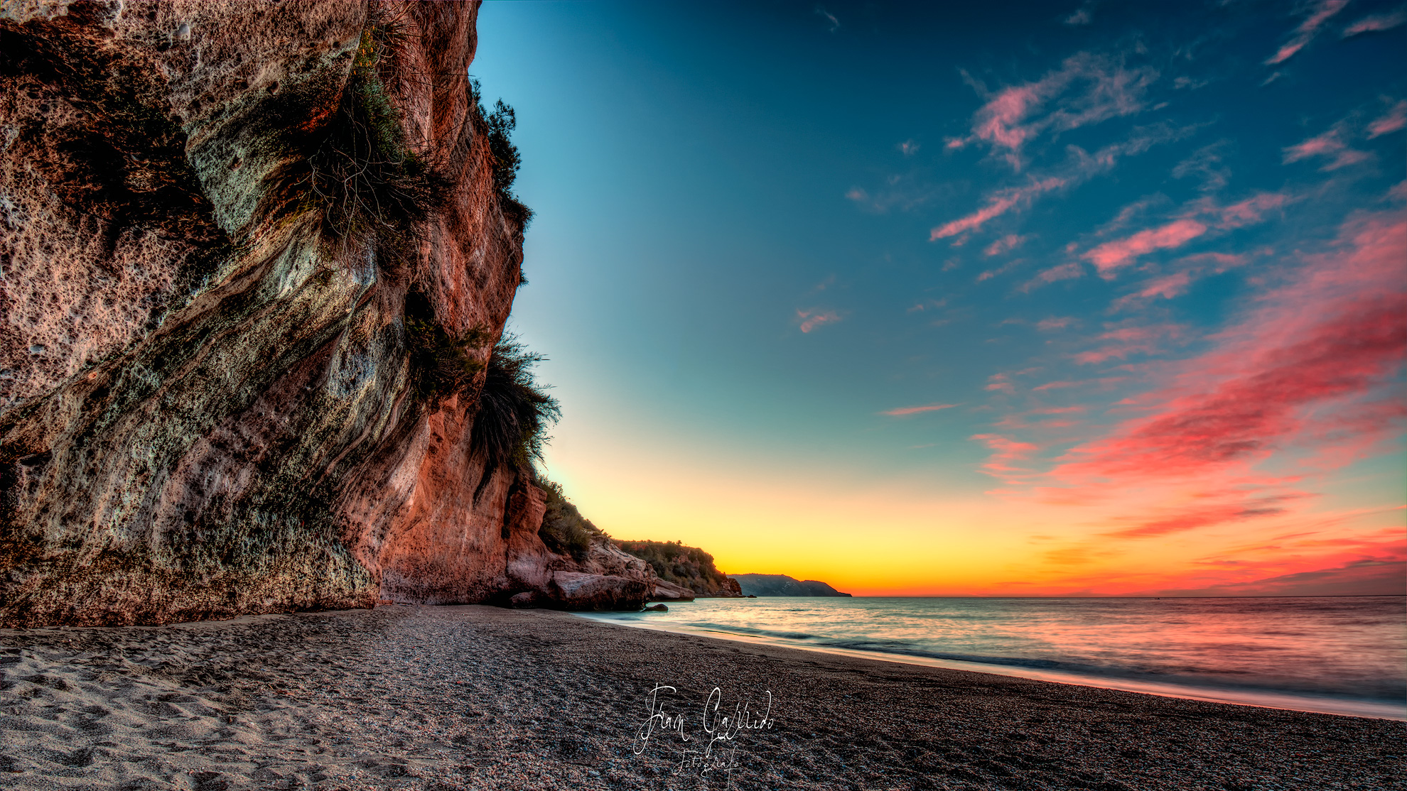 Amanecer en la Playa de Burriana (Málaga)