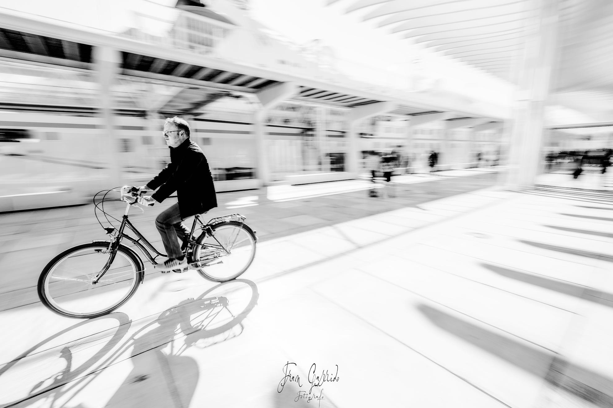 Ciclista Muelle Uno